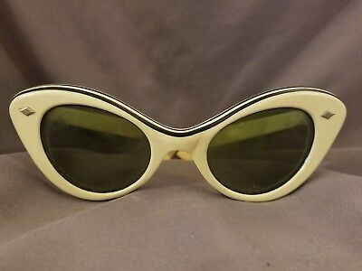Vintage Cats Eye Sunglasses White and Black L@@K