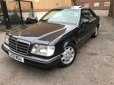 Mercedes Benz W124 E220 Coupe in BLACK £2.200 ONO VERY LOW MILES