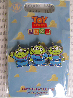 Disney Loungefly Pin  Three 3 LITTLE GREEN MEN Toy Story  Grand Opening  DCA NEW