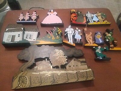Lot Of 12 Wizard Of Oz Shelia's Collectible Houses