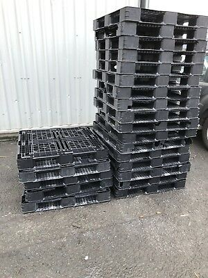 80 Used plastic pallets
