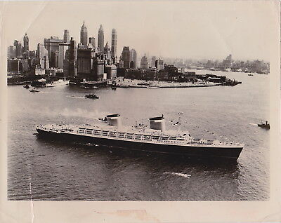 SS UNITED STATES Departing NYC * Rare VINTAGE c 1950s-1960s OCEAN LINERS photo