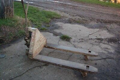 Pallet Truck, 2 Tonne capacity, very little use.