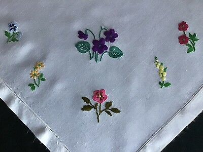 Pretty Vintage Hand Embroidered Tablecloth ~ Individual Florals