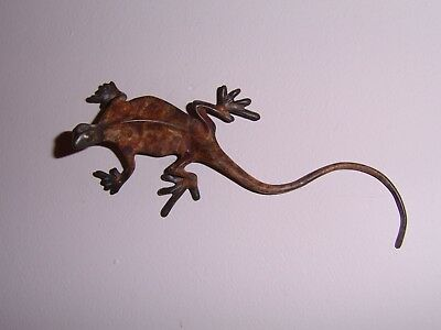 """Vintage Cold Painted Bronze Wall Lizard Gecko Signed 6"""" Lovely Piece"""