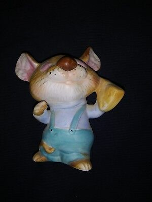 Homeco Porcelain Mouse Holding Cheese Figurine #6501