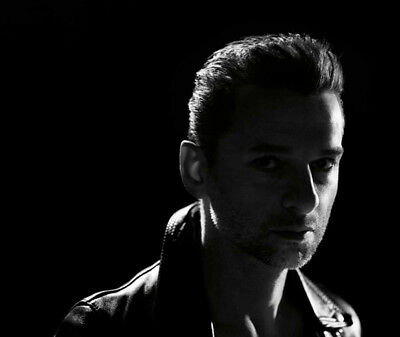 Depeche Mode UNSIGNED photograph - M9910 - Dave Gahan - NEW IMAGE!!