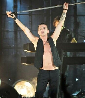 Depeche Mode UNSIGNED photograph - M9913 - Dave Gahan - NEW IMAGE!!