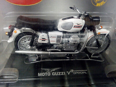 Moto Guzzi V7 Special scale 1:24 ,vintage Diecast,New in box-OVP. perfect finish
