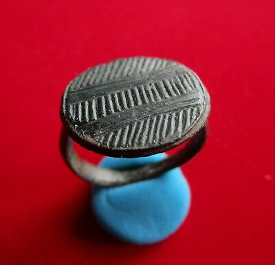 Ancient ROMAN BRONZE  RING. STYLIZED BRIDGE ENGRAVED . BEAUTIFUL
