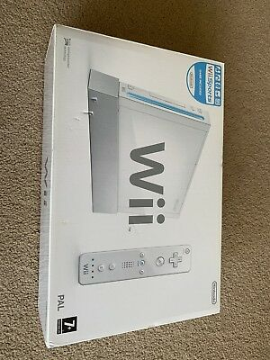 Wii console Plus 4 Controllers and Balance Board