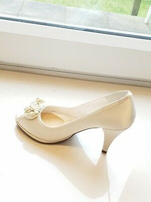 Ivory Bridal Shoes size 5 - worn once looks new