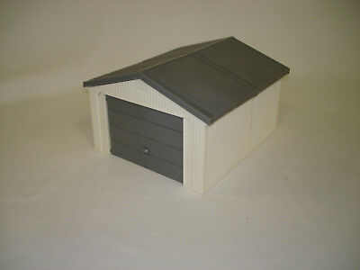 1/64 Ertl White And Grey Garage Shed Building Toy
