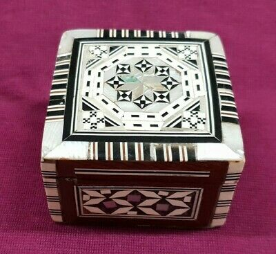 Vintage Small Wood & Mother Of Pearl Inlay Trinket Box