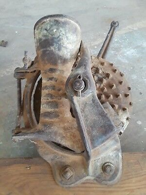 Mount corn sheller cast iron hand crank antique early tool farm primitive