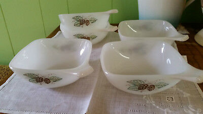 Five Retro Crown Pyrex Soup Bowls / Serving Dishes