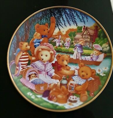 Franklin Mint A TEDDY BEAR PICNIC Collectors Plate by Carol Lawson