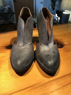 d60bef09004 Jeffrey Campbell Free People Deep V Cutout Distressed Boots Heels Size 9.5