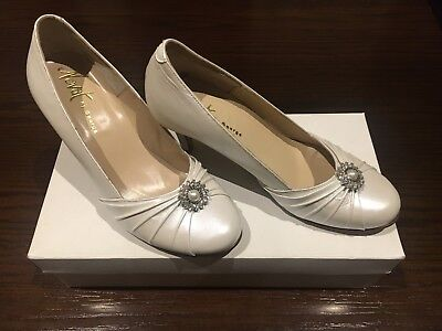 Novat by George Wedding Shoes White Size 7.5
