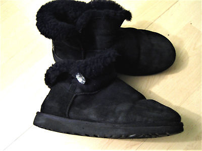 547574d4bc7c82 UGG Boots Stiefel 41 Mini Bailey Button Bling Stiefelette Crystal schwarz  Strass