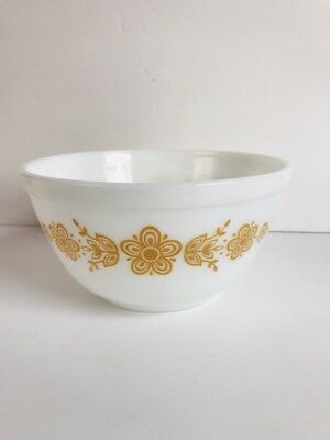 Pyrex  Butterfly Gold #402 1 1/2 Quart Mixing/Nesting Bowl Excellent Condition!
