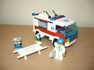 LEGO City Ambulance 7890 complete set hospital doctor emergency rescue town