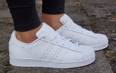 hot sale online 4a716 23c39 Adidas Superstar Foundation J W Scarpa Colore  bianco B23641