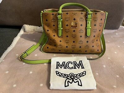 MCM TASCHE * Limited Edition * Green * Top Zustand *</p>                     </div>   <!--bof Product URL --> <!--eof Product URL --> <!--bof Quantity Discounts table --> <!--eof Quantity Discounts table --> </div>                        </dd> <dt class=