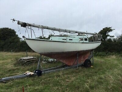 Sailing boat hylcon 27 needs refit, all sails mast etc included