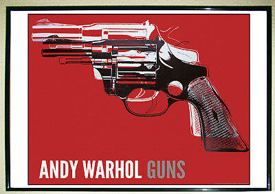 POSTER GRANDE - GUNS - 1981-82 -white and black on red- Art Print por Andy Warho