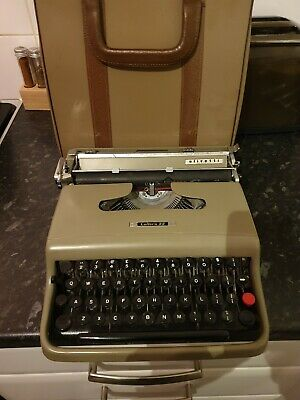 Vintage Olivetti LETTERA 22 Typewriter in working order with carrying case
