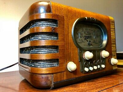 "Beautiful restored 1939 Zenith 5S319 ""Race-Track"" radio. SEE VIDEO"