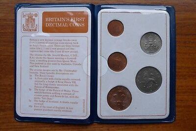 Britains First  Decimal Coin - 1971, Set Of Uncirculated Coins In Blue Wallet