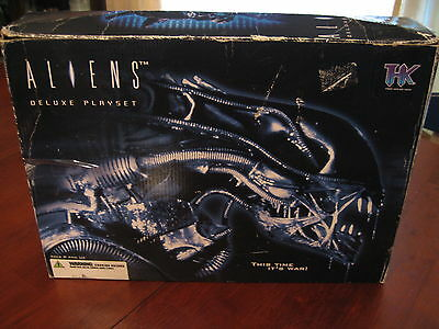 Aliens Deluxe Playset in Box 2004 THK - Movie Action Figures