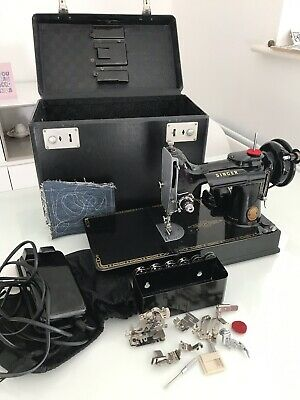 Vintage Singer Featherweight 221k Sewing Machine.
