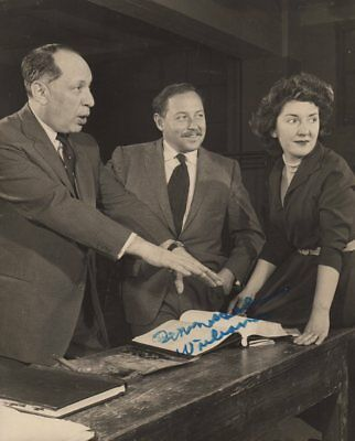 *great American Playwright Tennessee Williams Rare 1957 Autographed Photo*