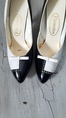 Black and White Vintage Heels Bow  Vtg Pumps tuxedo has some wear 60s 70s 80s