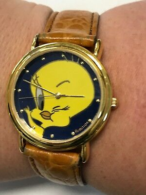 1994 Warner Bros. Looney Tunes Tweety Bird Winking Wrist Watch