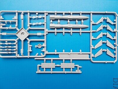 MODELCOLLECT 1/72 GERMAN WWII RHEINTOCHTER 1 Missile only