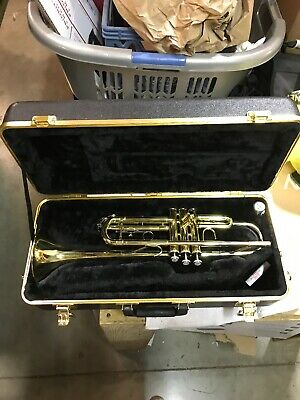 Bach Trumpet TR300H2 Pre-Owned In Case! SAVE MONEY FOR SCHOOL BAND! No Reserve!!