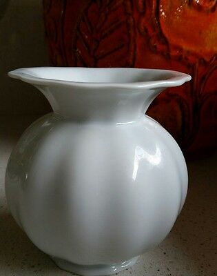ELEGANT 70s FORSTENBURG W.GERMAN WHITE FLUTED SMALL CERAMIC VASE