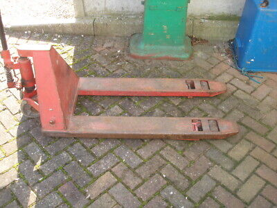PALLET HYDRAULIC LIFT TRUCK 2.5 TONNE  used but good working order L@@K