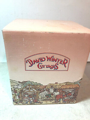 David Winter Cottages:SNOW COTTAGE 1984 HAND MADE HAND PAINTED MADE IN BRITAIN