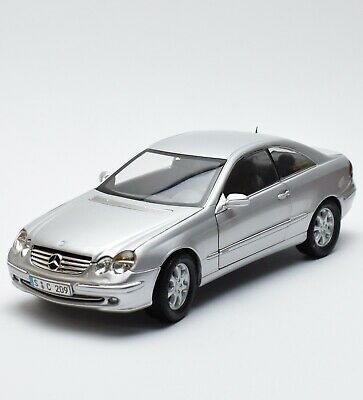 Kyosho Mercedes Benz CLK A209 Sportcoupe in silber lackiert, 1:18, OVP, K030
