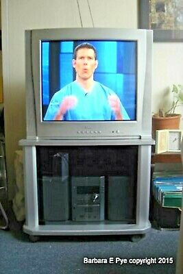 Vintage Collectible Analogue Colour Tv Akai With Cabinet Arial Remote Included