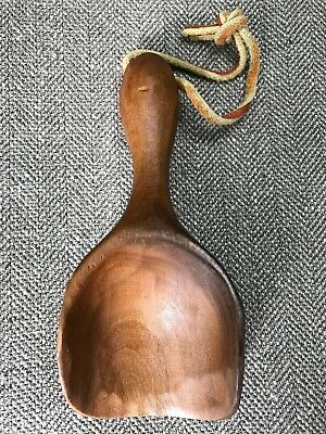 """Small Vintage Hand Carved Wood Scoop Artist Signed """"V. Pelty 86"""" 4.75"""" x 2"""""""