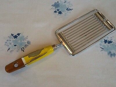 Vintage SKYLINE ENGLAND Tomato Slicer Egg Vegetable Cutter Yellow Wooden Handle