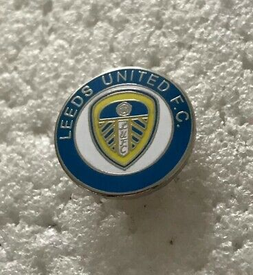 Very Rare Leeds United  Supporter Enamel Badge - Smart Crest Design