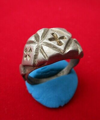 > CRUSADER KNIGHT < MASSIVE SILVER RING . 3 CROSS ENGRAVED . circa 1200 AD.