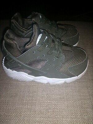 quality design 987d4 a7ad0 Toddler Boys Nike Huarache Run Shoes. Size 6C. Army Green